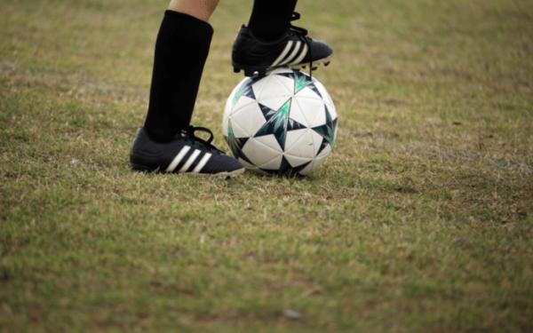 Dilarang Main Sepakbola Karena Kelihatan Lutut?
